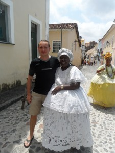 w mieście Salvador w towarzystwie kobiet ze stanu Bahia